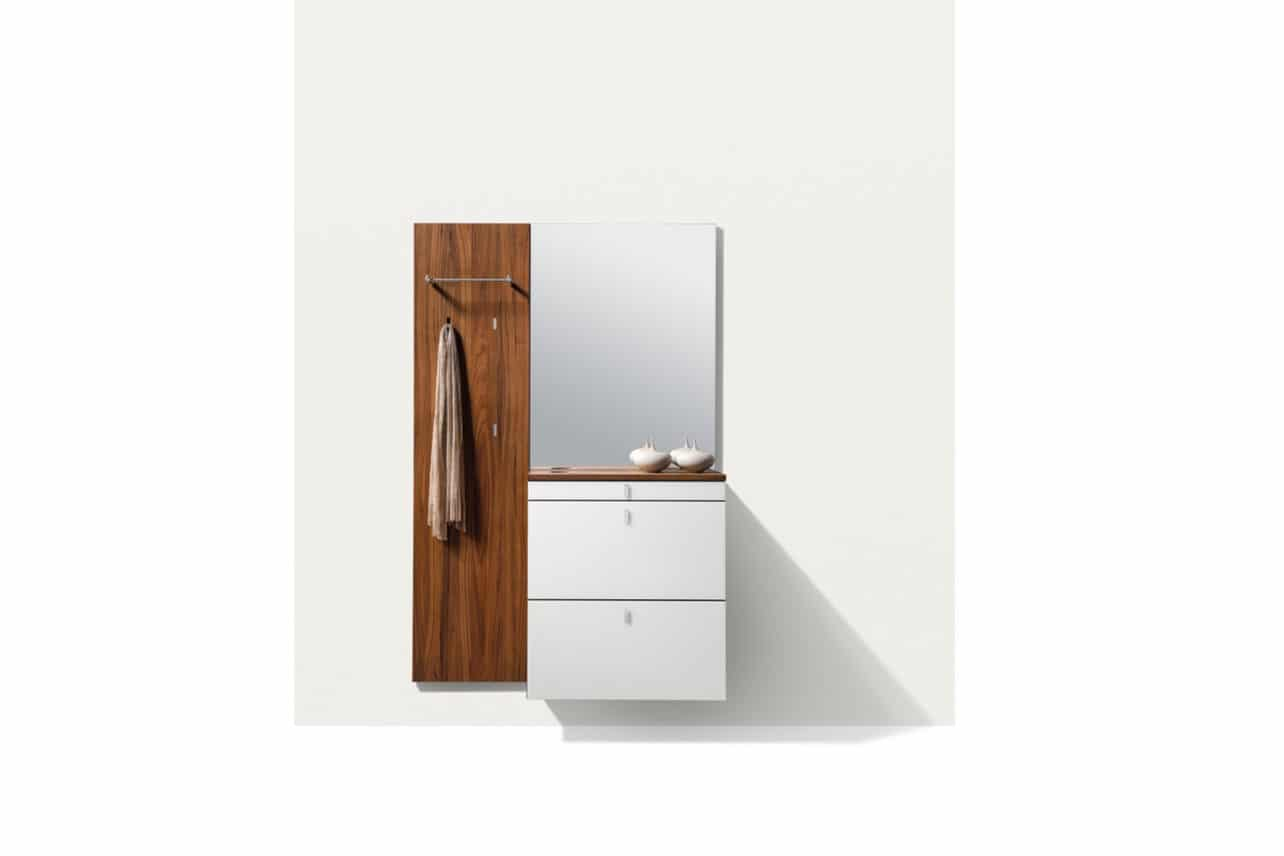 Planungsprogramm Cubus, Garderobenmöbel in Nussbaum geölt, Schuhklappenkommode Cubus.